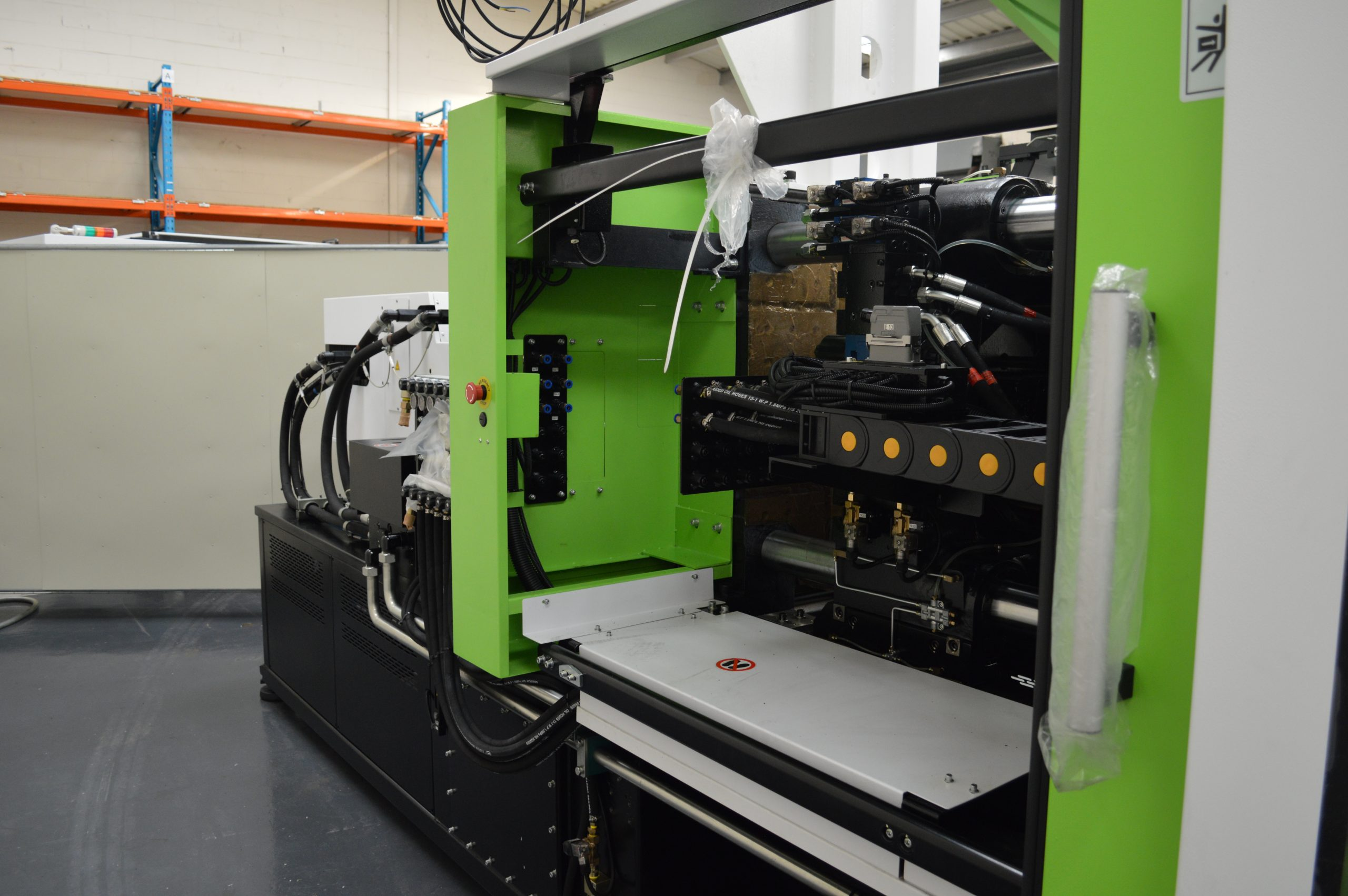 A5-EU fixed platen with extended guarding